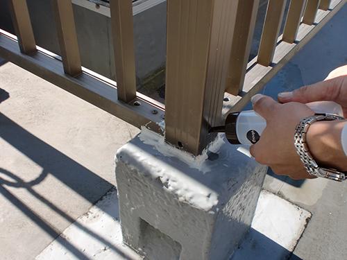 手摺り支柱 樹脂注入工事<br />(支柱専用エポキシ樹脂)
